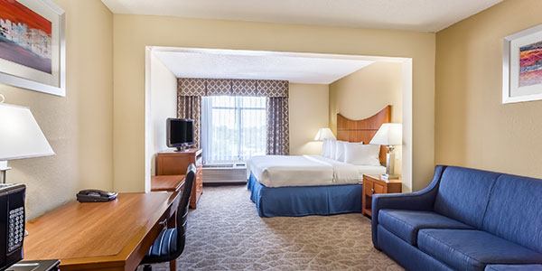 King Bed at Wingate by Wyndham Universal Studios & Convention Center